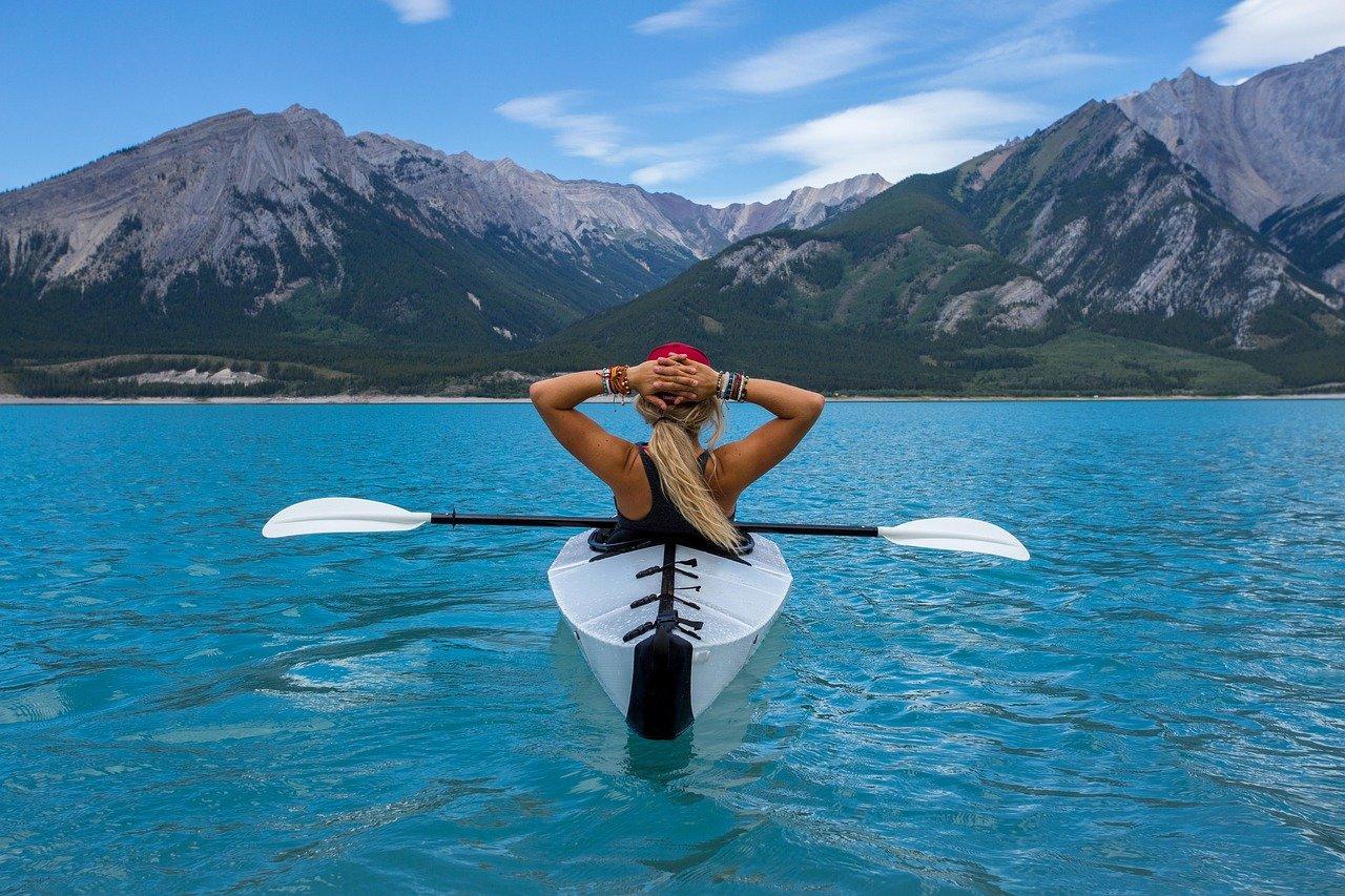 Voyage : quelle gourde personnalisée choisir?