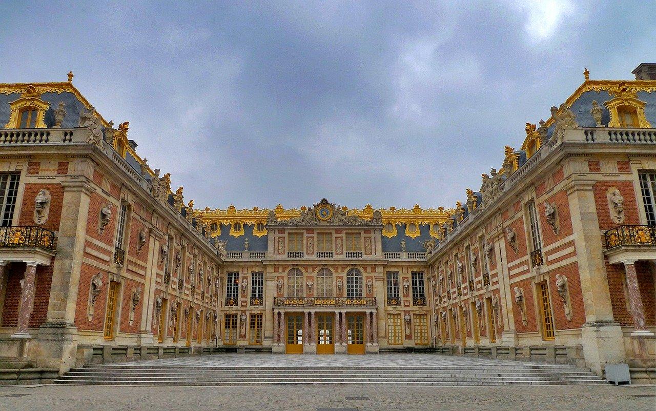 Quelle est l'histoire qui se cache derrière le château de Versailles?